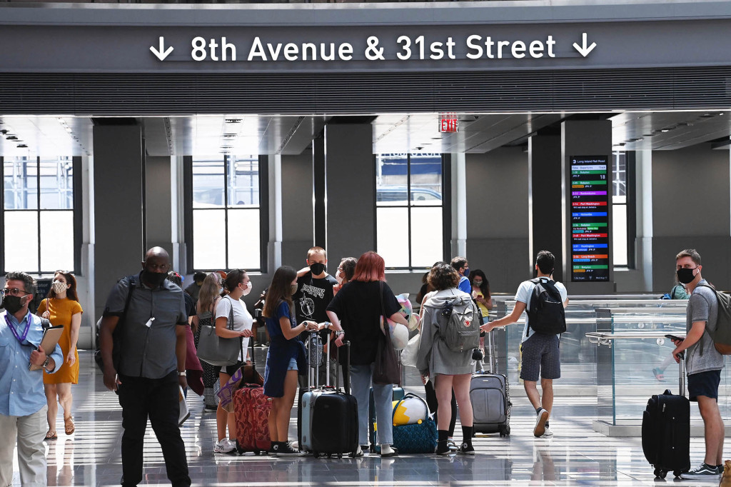 Some passengers said in feedback comments that they were confused about what cross-streets to access the trains at.