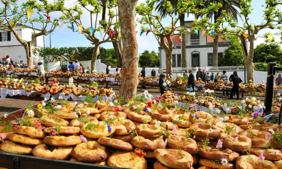 This kind of bread, pictured, is called Rosquilhas, and is a delicacy in the Azores. Many of the breads are shown on display outdoors on a table.