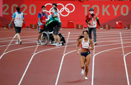 Katarina Johnson-Thompson's Olympics appears to be over after injury in 200m