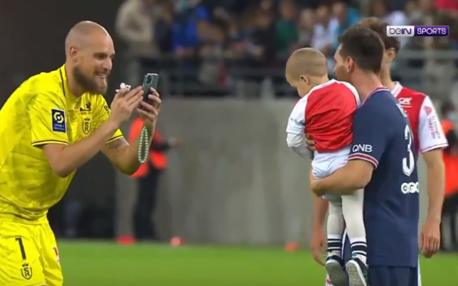Predrag Rajkovic took a photo of Lionel Messi and his child after the PSG superstar made his debut for his new club