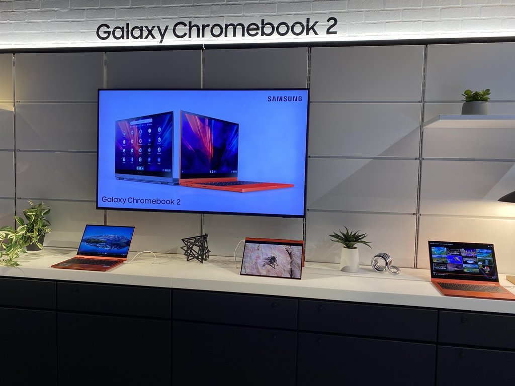 This file photo taken Jan. 12, 2021, shows Samsung Electronics Co.'s Galaxy Chromebook 2 laptops displayed at Samsung 837 in New York. (Yonhap)