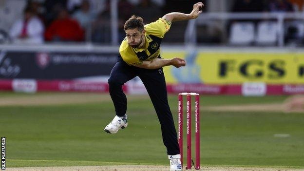 Chris Woakes was playing his first game of first-team cricket since 4 July - and only his third for the Bears this season