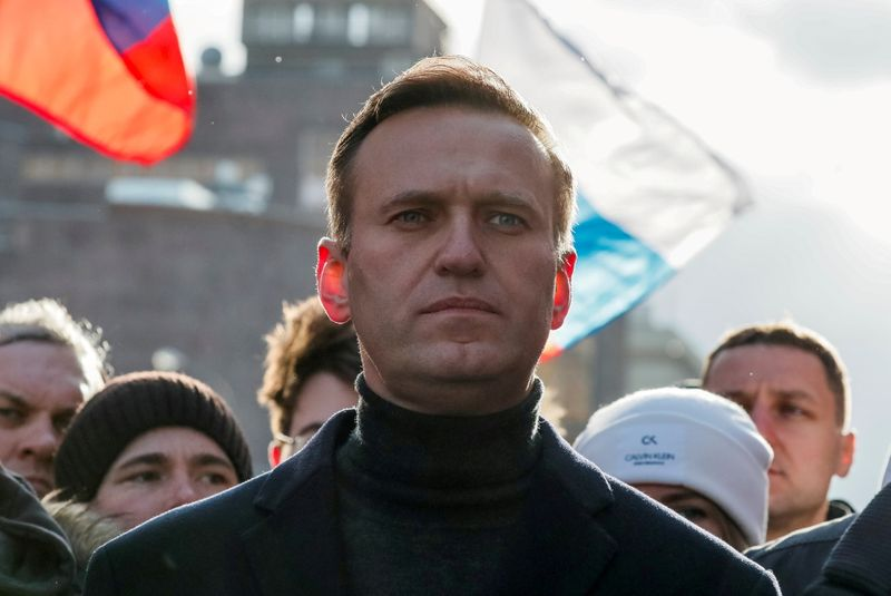 Wife of Kremlin critic Navalny delivers borsch and cherries in 3-day prison visit