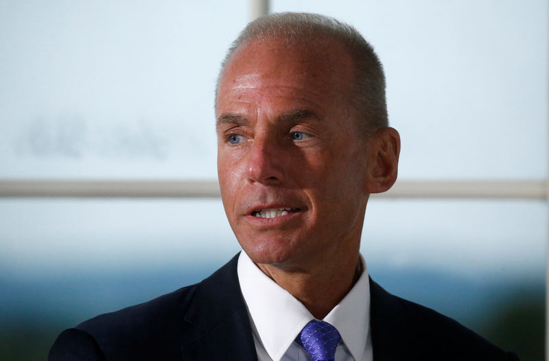 © Reuters. Dennis Muilenburg, president and chief executive officer of The Boeing Company, introduces himself during a dinner with business leaders hosted by U.S. President Donald Trump at Trump National Golf Club in Bedminster