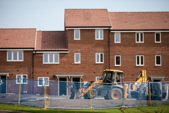 © Bloomberg. A digger stands outside residential properties at the Oaklands Hamlet housing development in the Barking and Dagenham borough of London, U.K. on Monday, Sept. 3, 2018. Jitters surrounding London's property market are finally starting to show up in home prices.