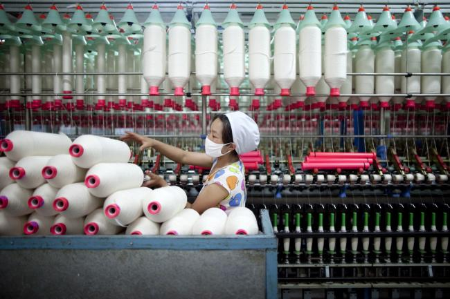 © Bloomberg. A worker manufactures cotton yarn at a factory in Dali county, Shaanxi province, China, on Wednesday, April 27, 2011. China, the largest cotton importer, cancelled orders for more than 100,000 bales in April after heavy buying in March, according to the U.S. Department of Agriculture. Photographer: Nelson Ching/Bloomberg