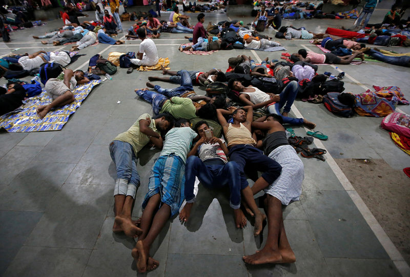 © Reuters. Stranded passengers rest inside a railway station after trains between Kolkata and Odisha were cancelled ahead of Cyclone Fani, in Kolkata