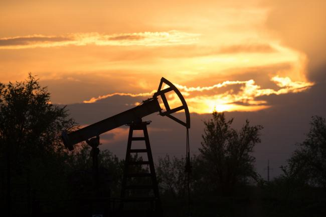 © Bloomberg. An oil pumping jack, also known as a 'nodding donkey,' operates in an oil field near Samara, Russia, on Tuesday, May 14, 2019. The nearby village of Nikolayevka in central Russia has emerged as the epicenter of an international oil scandal with authorities saying corrosive chlorides entered Russia's 40,000-mile network of oil pipelines, causing the first-ever shutdown of the main export artery to Europe. Photographer: Andrey Rudakov/Bloomberg
