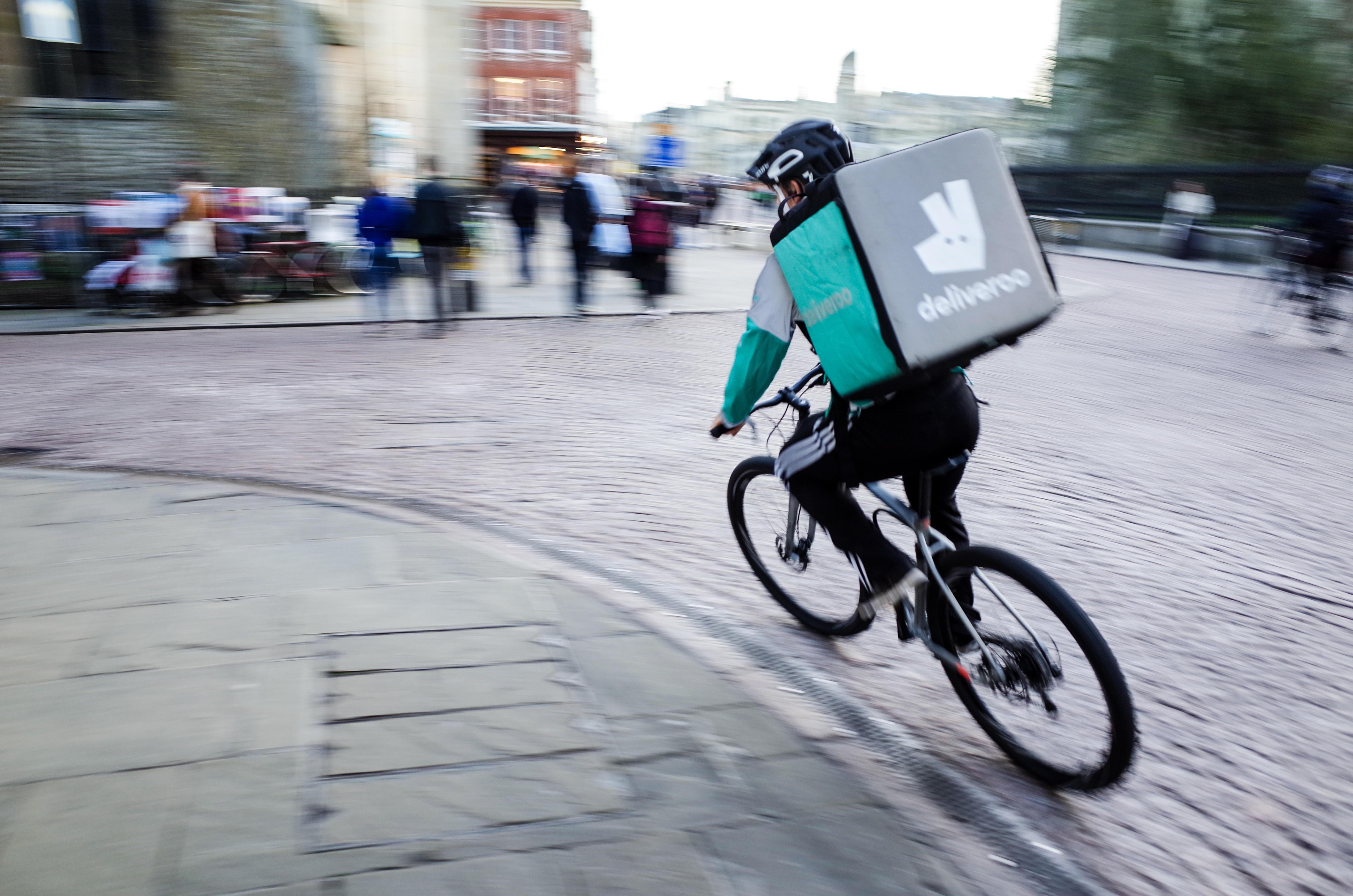 Get up to five per cent cashback with Deliveroo via topcashback