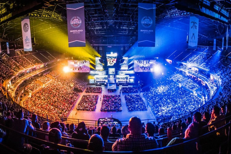Esports Viewership Vs Traditional Sports: Revenue and Statistics for Investors