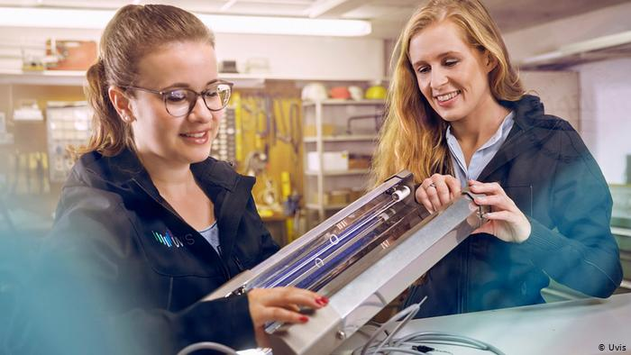Katharina Obladen and Tanja Nickel with their UV lightbox that disinfects escalator handrails (Uvis)