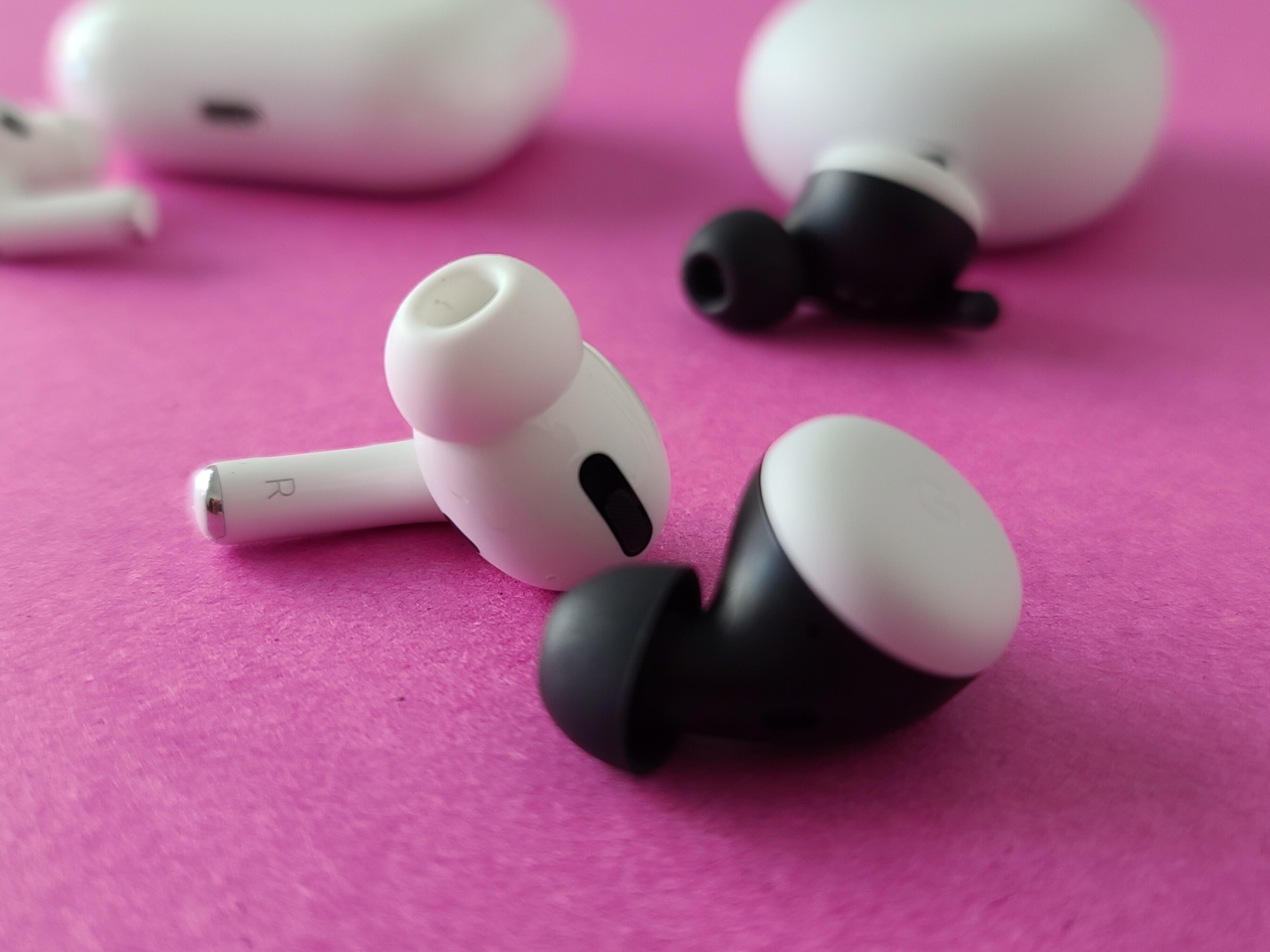 apple-airpods-vs-samsung-buds-plus-9313
