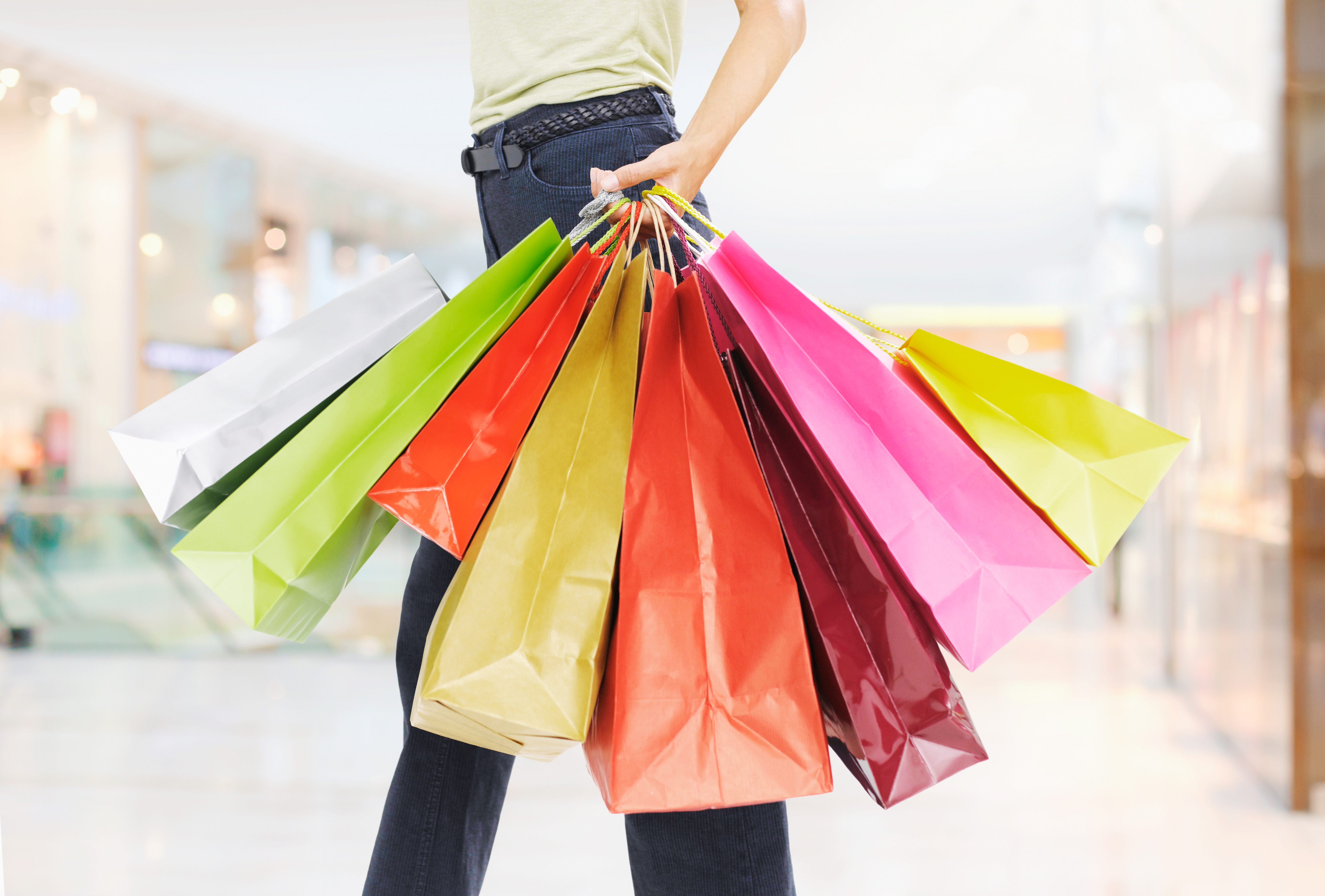 With shopping just around the corner, pick some tips from celebs who love to bag a bargain or two
