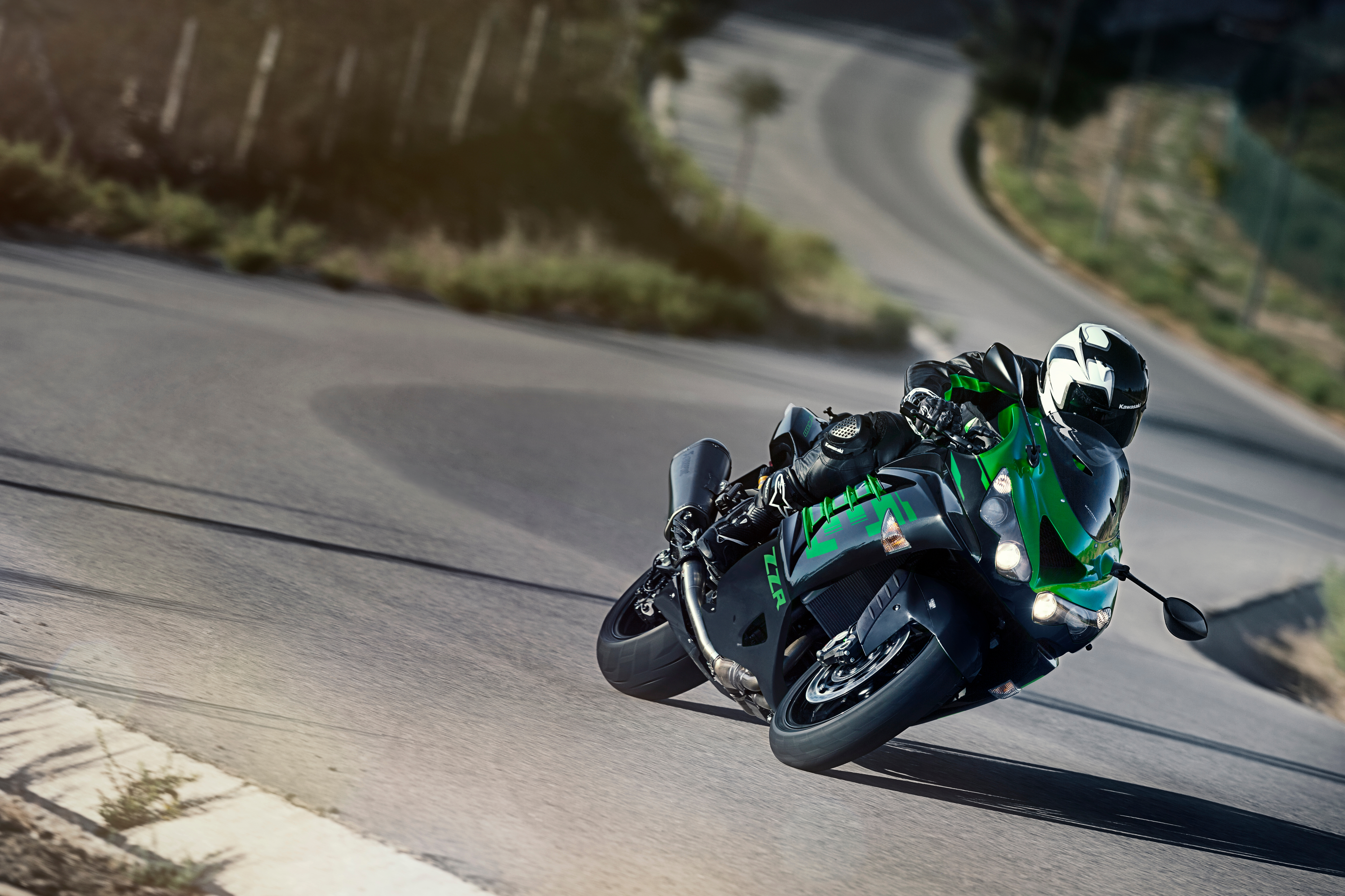 There are few bikes that display the explosive excitement of a petrol motor as well as the Kawasaki ZZR1400 does