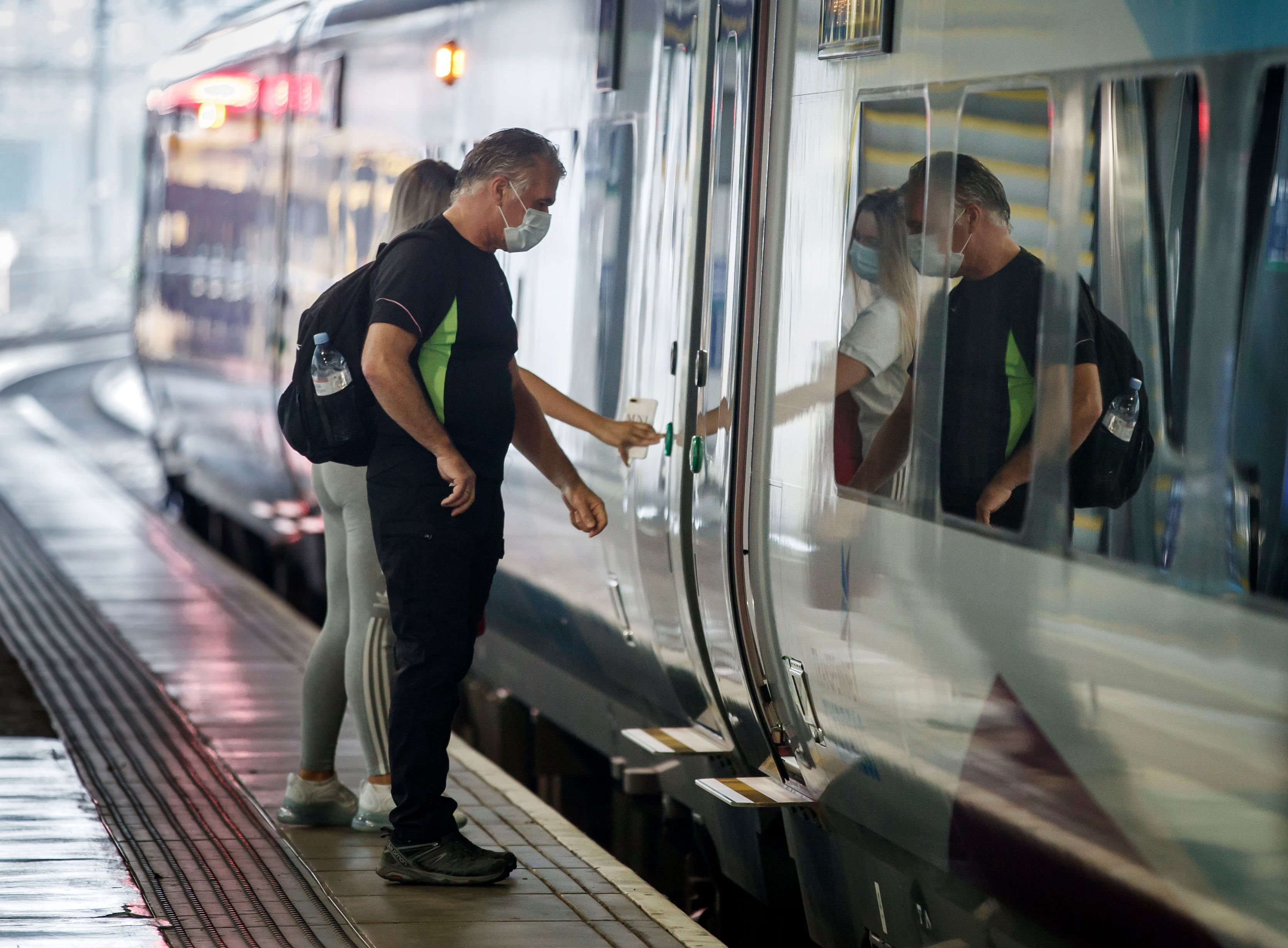 Rail firms have been told they must offer flexible railcards as people reduce office time after lockdown