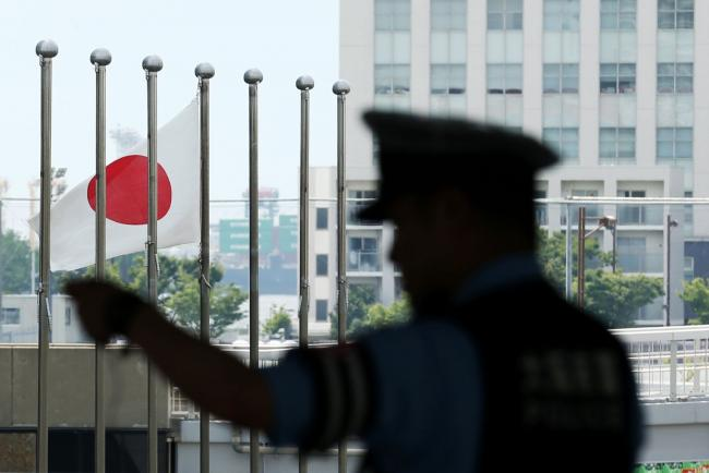 © Bloomberg. A police officer stands as a Japanese flag flies near the International Exhibition Center (INTEX) ahead of the 2019 Group of 20 (G-20) Summit in Osaka, Japan, on Saturday, June 22, 2019. Central bankers hand back the spotlight to presidents and prime ministers this week as leaders from the Group of 20 gather for a summit in Japan. Photographer: Buddhika Weerasinghe/Bloomberg