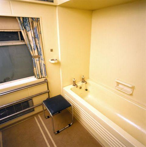 royal train bathroom in king george vis sa