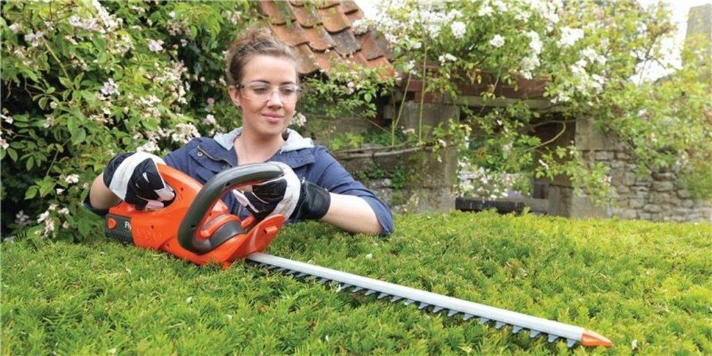 Specifications To Consider Before Buying A Hedge Trimmer