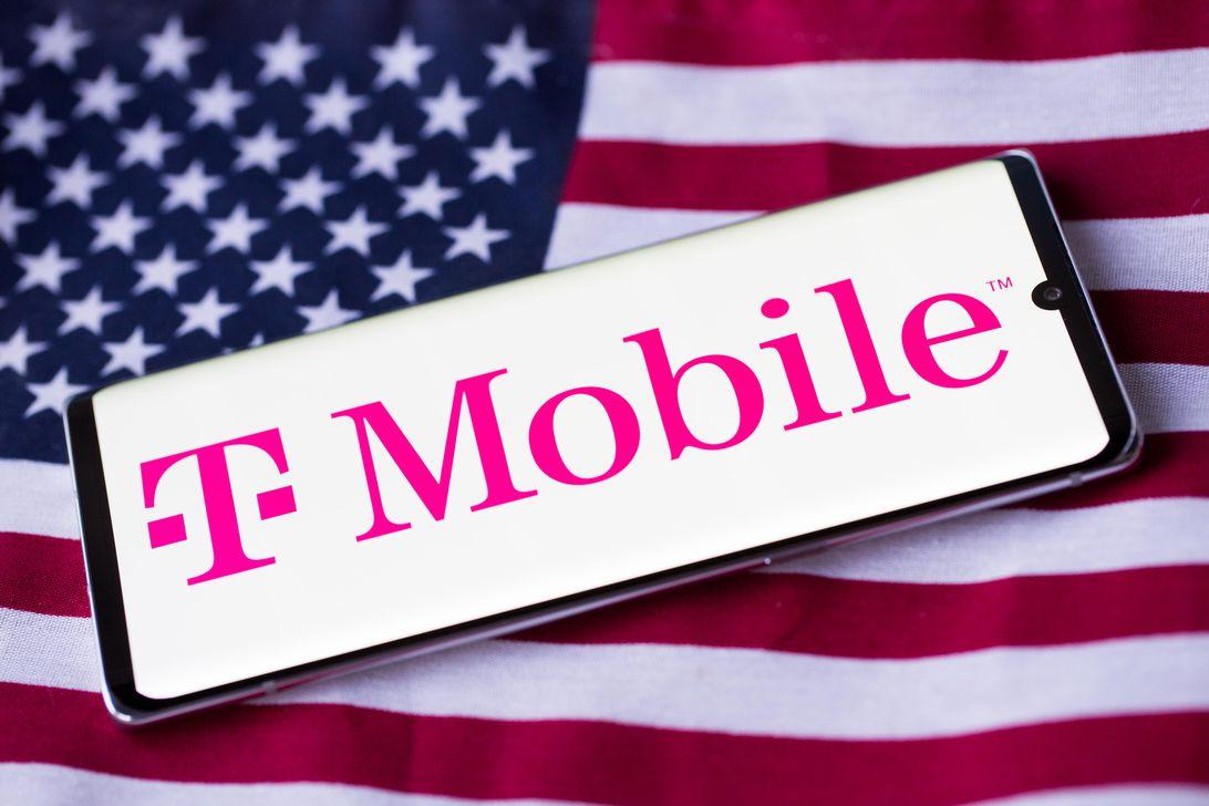 tmobile-logo-phone-american-flag-4219
