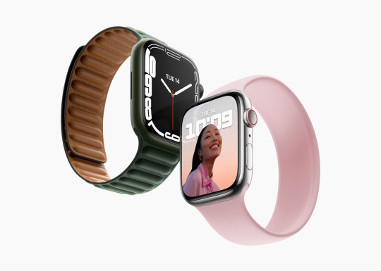The new Apple Watch Series 7 has a larger display and smaller bezels than last year's version (Apple)