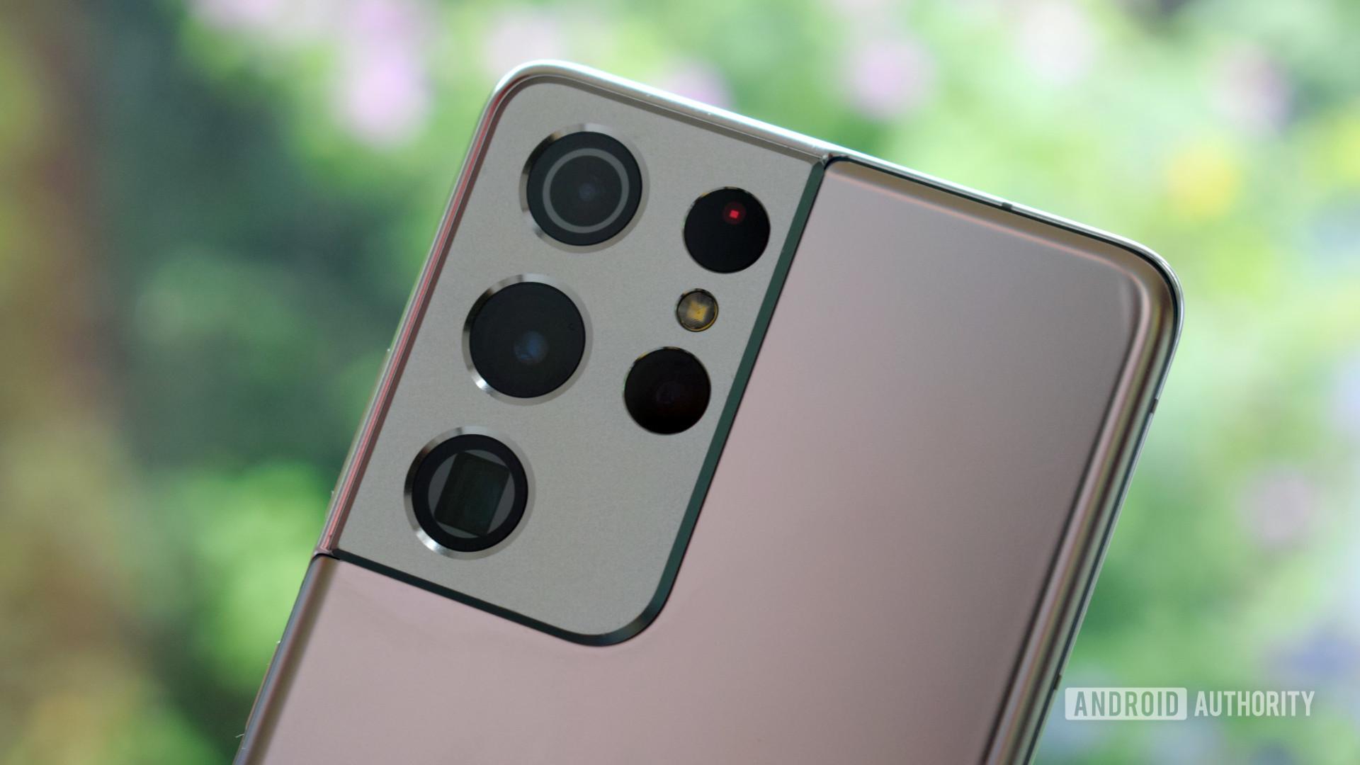 Samsung Galaxy S21 Ultra camera housing close