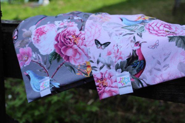 mössa pioner blommor rosa grå