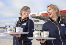Therese Åman och Caroline Löfström, två nya säljchefer vid OK Västerbottens stationer i Lycksele respektive Vindeln. Foto Johan Gunséus