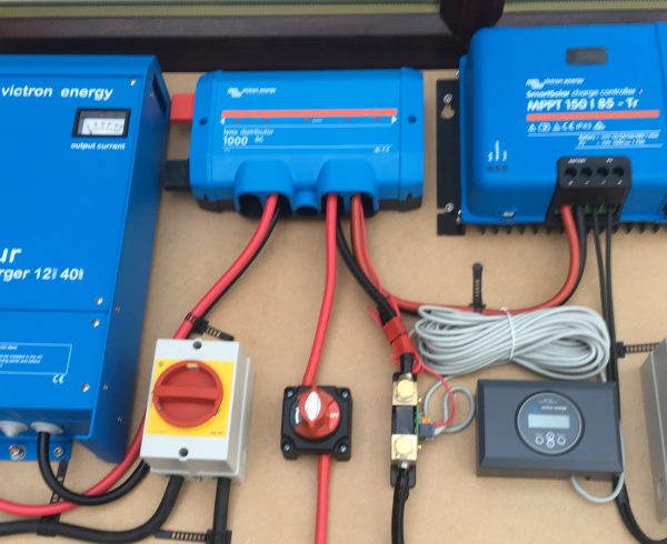 Off Grid Solar Hybrid Battery Charger