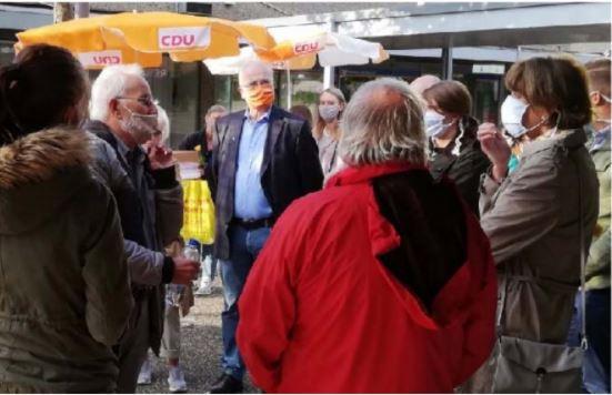 Der Vorsitzender des BVH Dieter Höhnen (links) im Gespräch mit Frau Reker