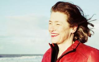 Sophie Clerfayt nous conte la vie de femmes nées en terre du chicon ; des femmes qui aiment la vie, les hommes et la liberté. Un spectacle vibrant de liberté, malice, poésie et… gourmandise ! Si la tradition et l'histoire des femmes sont prégnantes, le propos, bien contemporain, est à voir et à écouter à partir de 13 ans.