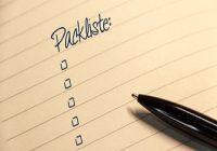 Packliste fürs Zelten. Notiz mit Mitteilung Checkliste.