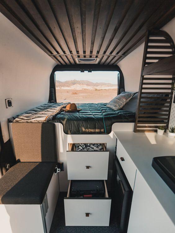 vanlife camper campervan camper inrichting zelfbouw bed