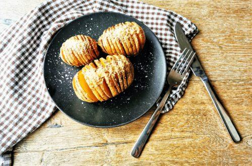 Kartoffeln sind Powerknollen! Hier zeige ich dir ein einfaches Rezept für Hasselback-Kartoffeln, das du ganz einfach selber machen kannst. Einfach nur lecker!
