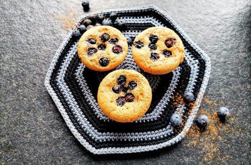 Muffins mit Zimt und Heidelbeeren sind eine unschlagbare Kombination. Hier findest du ein einfaches Rezept zum Backen dieser Leckerei! Zimtmuffins für alle!