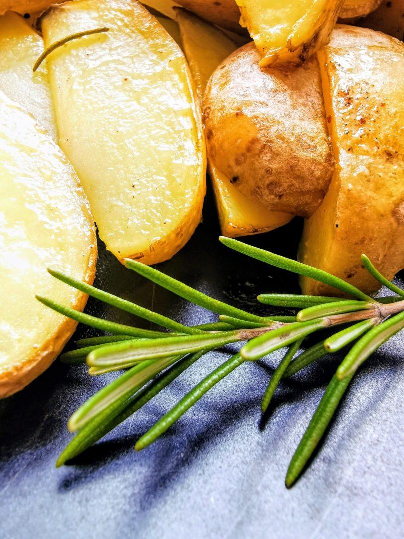 Vegan, einfach, lecker - Rosmarinkartoffeln nach einem Rezept auf Cappotella, dem Foodblog mit Genuss im XXL-Format