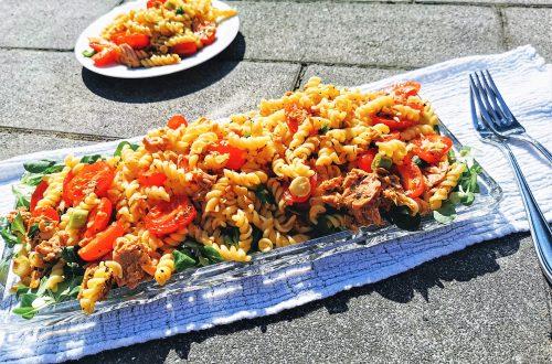 Sommerlicher Nudelsalat mit Thunfisch - ein einfaches Rezept, das vollen Genuss verspricht