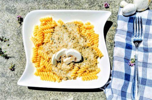 Ein tolles Rezept für Pasta mit Champignonrahmsoße - einfach lecker! Dieses Kochrezept wirst du lieben!
