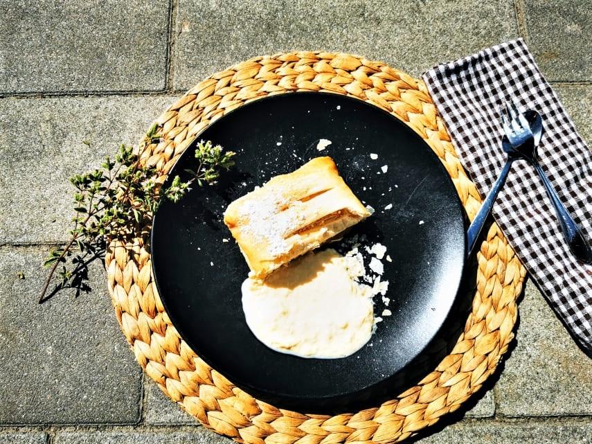 Rezept für Apfelstrudel aus Blätterteig mit Vanillesoße - ein leckeres Gericht mit Wohlfühlfaktor