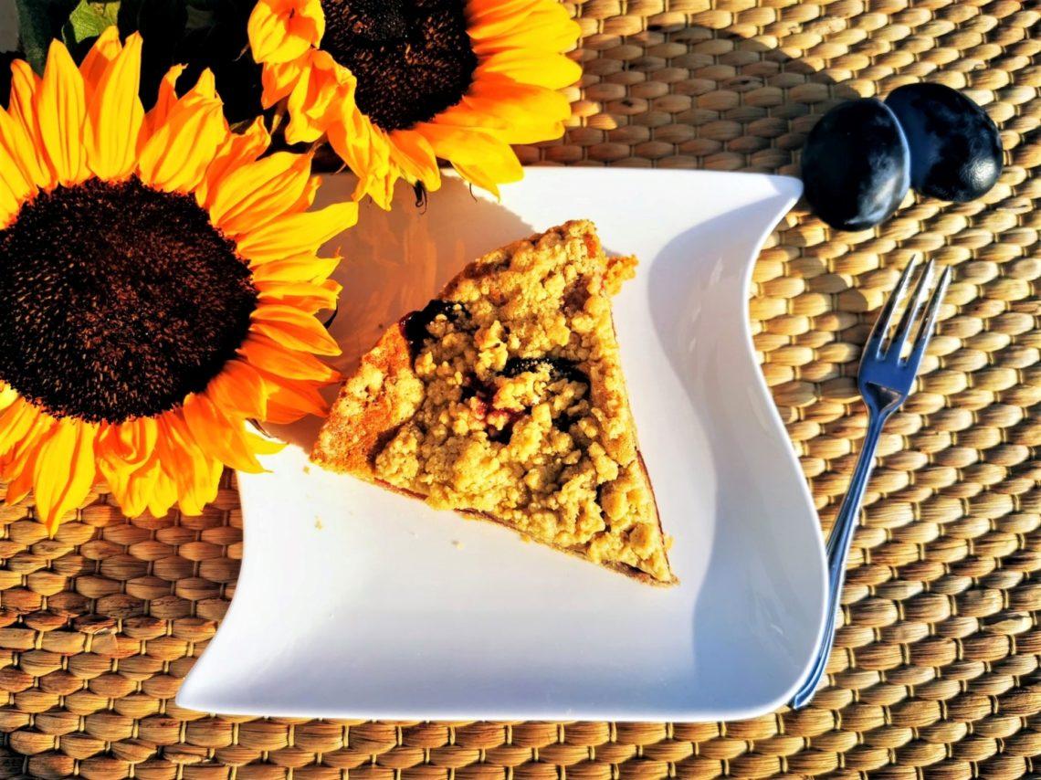Dieses Rezept für Streuselkuchen muss man lieben. Eine tolle und schnelle Alternative zum Zwetschgendatschi, denn dieser Kuchen hat einen Rührteig als Boden.