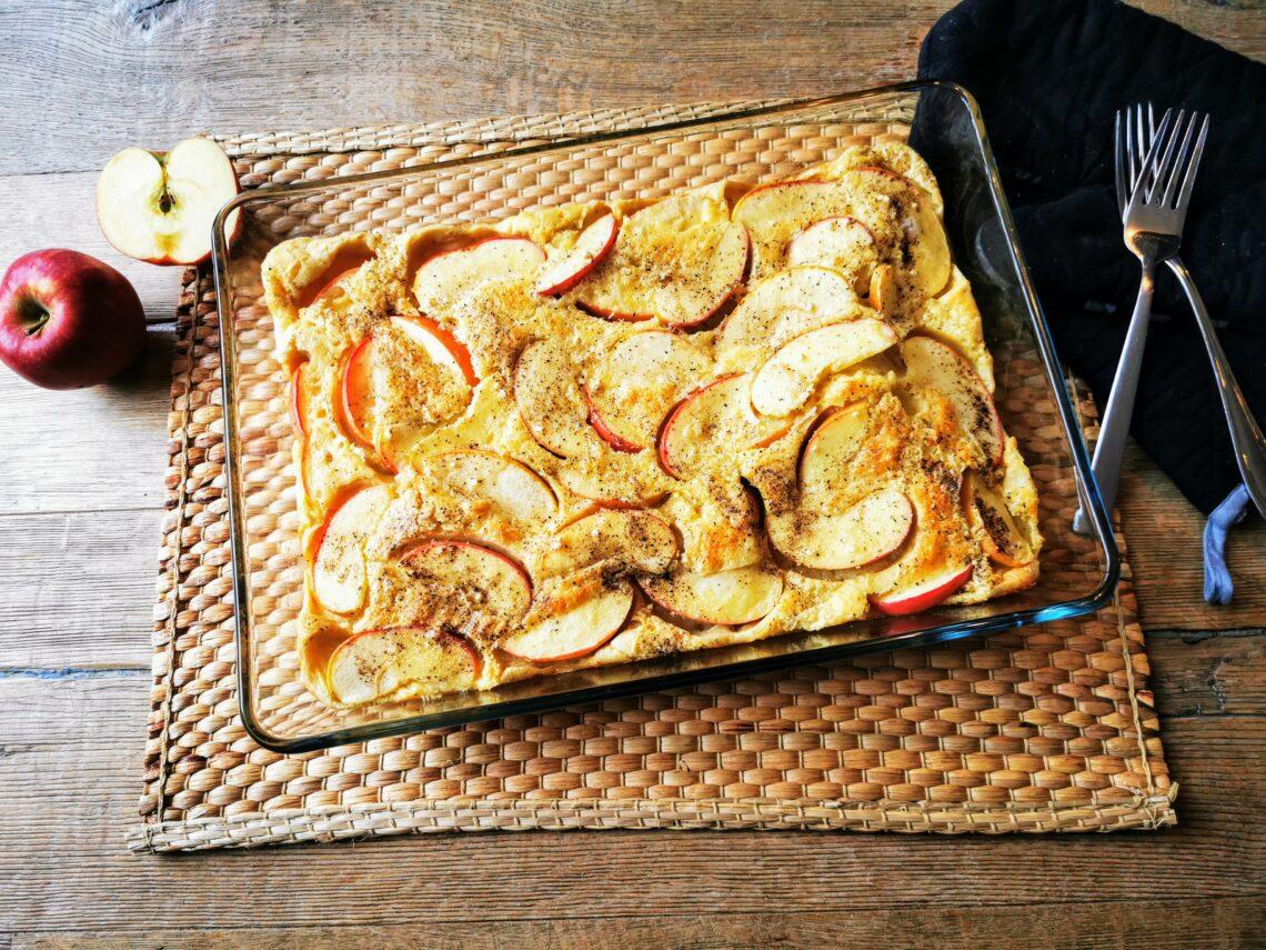 Apfelpfannkuchen aus dem Ofen. Saftig, lecker und schnell! Ein tolles Rezept für die ganze Familie