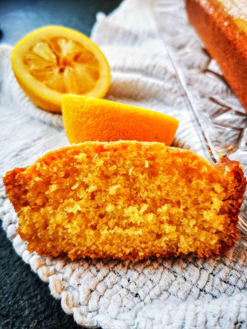 Ein Stück Kastenkuchen geht immer. Hier findest du ein einfaches Rezept für Zitronenkuchen.