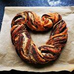 Ein einfacher Mohnzopf zum Valentinstag: Backrezept mit Hefeteig
