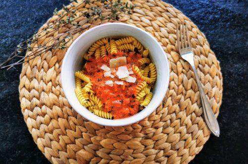 Das beste Rezept für schnelle Tomatensoße. Hier findest du eine Schritt-für-Schritt-Anleitung für rundum gelungene Pasta mit Tomatensoße.