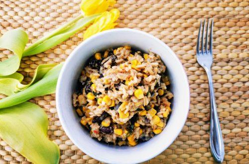 Rezept für One Pot Reis mit Erdnusssoße - vegan und lecker kochen. Ein schnelles Gericht mit einfachen Zutaten. Nachkochen und genießen!