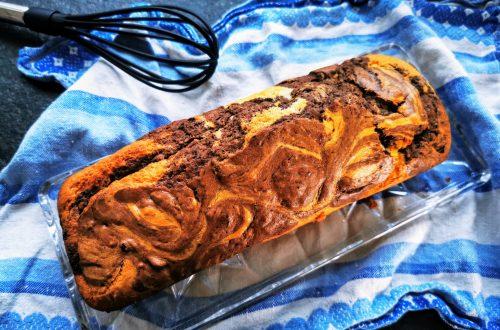 Marmorkuchen aus der Kastenform mit besonderer Note. Dieser klassische Kuchen lässt sich ganz einfach backen und schmeckt herrlich saftig #kuchen #marmorkuchen #backen #backrezept #rezeptidee