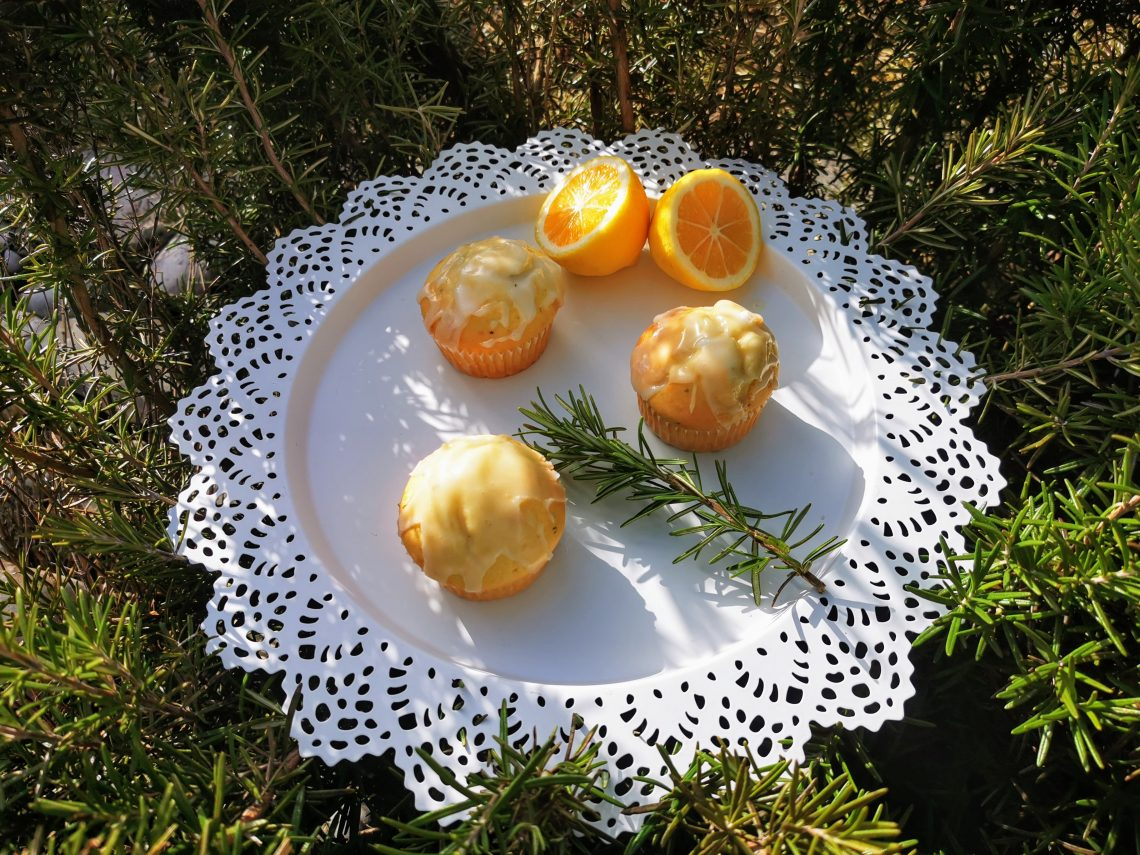Rezept für Rosmarin - Zitronenmuffins backen. Muffins, Kuchen, Backrezept