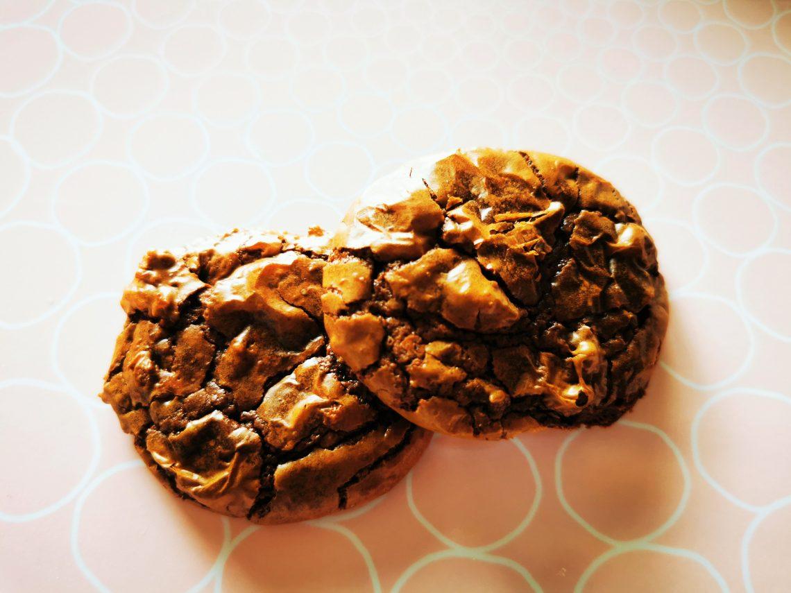 Double Chocolate Cookies backen - ein tolles und einfaches Rezept für Schokoladenliebhaber. Schnell, vegetarisch und lecker!
