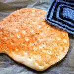 Schnelles und einfaches Fladenbrot selbst machen. Weil nichts besser schmeckt als Brot frisch aus dem Ofen. Ein tolles Backrezept.