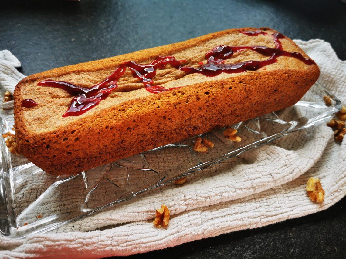 Ein einfaches Backrezept für saftigen Orangen-Walnusskuchen mit Olivenöl. So einfach und lecker kann Kuchen backen sein.