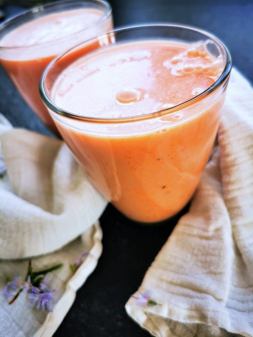 veganer Melonen-Lassi mit Kokosjoghurt - ein perfektes Sommergetränk